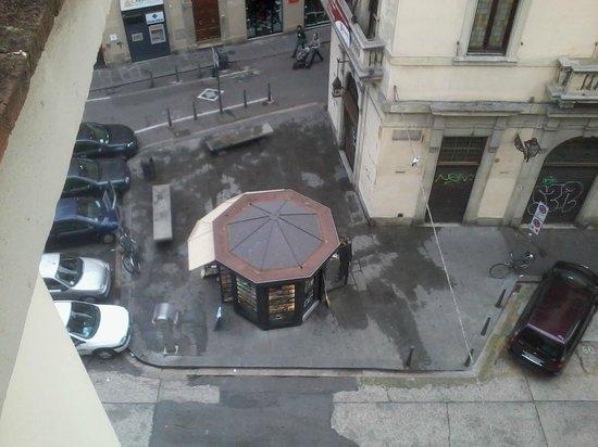 Hotel Bodoni : Vu de la petite place en bas de l'hotel
