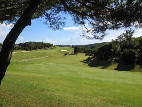 Quinta da Floresta – Santo Antonio Villas, Golf & Spa: View of the 10th hole and fairway from the Spike Bar