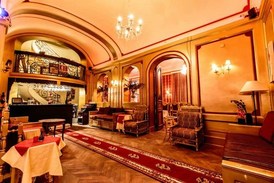 Tribeca: Bar on second floor