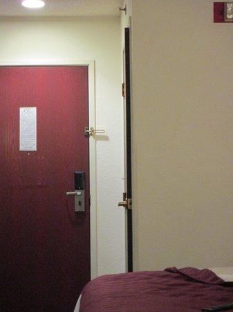 Super 8 Aurora/Naperville Area: bathroom door won't close without a fight