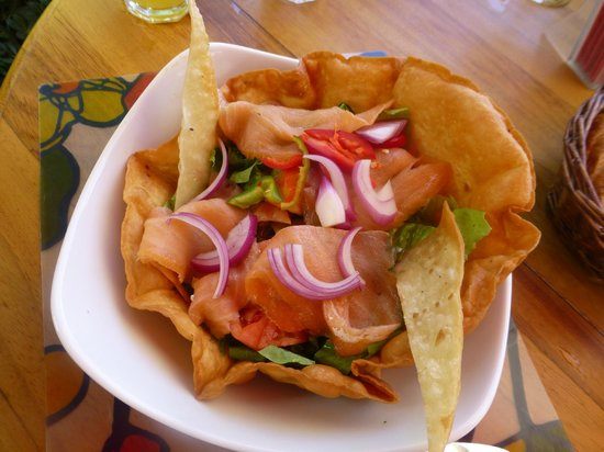 Coco Beach Restaurant : Salmon salad