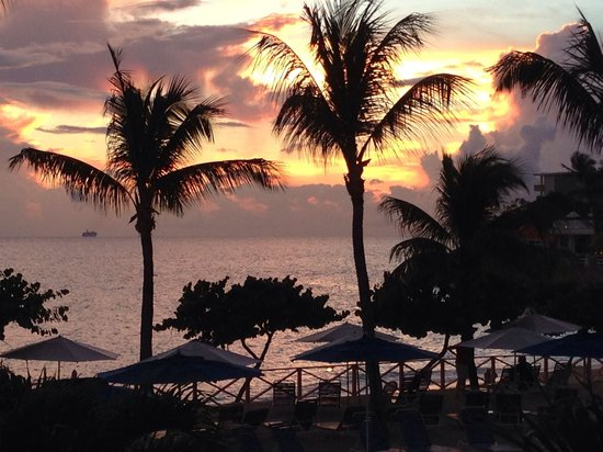 Royal Islander Club La Plage : Sunset from our room 2113