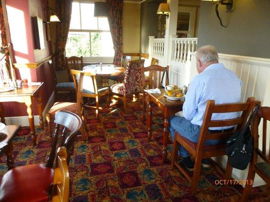 Innkeepers Lodge Old Windsor: Breakfast eating area