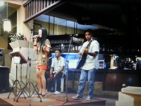 Tropica Resort and Restaurant : Filippina is singing russian song by Alsy ;)