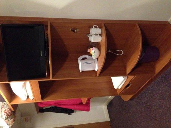 Premier Inn Rochester Hotel: Amenities room 5