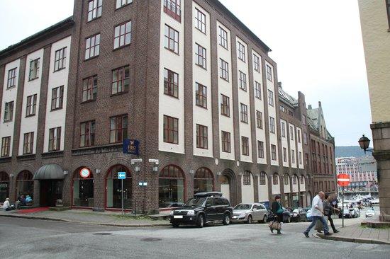 First Hotel Marin ligger i Rosenkratzgaten, et steinkast fra Bryggen.