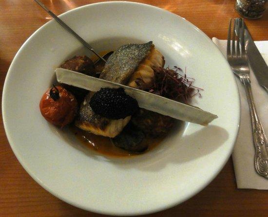 The Vintage Kitchen: Salmon with crab cakes, caviar and mussels (Lachs mit Krabbenküchlein, Kaviar und Miesmuscheln)