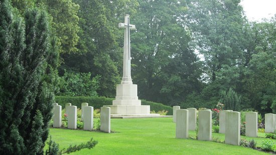 Cross of Victory, Ramparts Cemetery