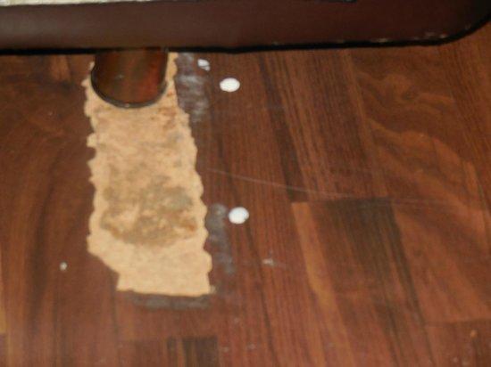 Royal Ramblas Hotel: Flooring