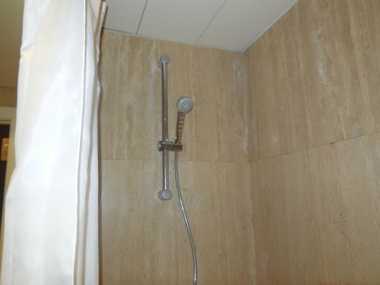 Royal Ramblas Hotel : Shower