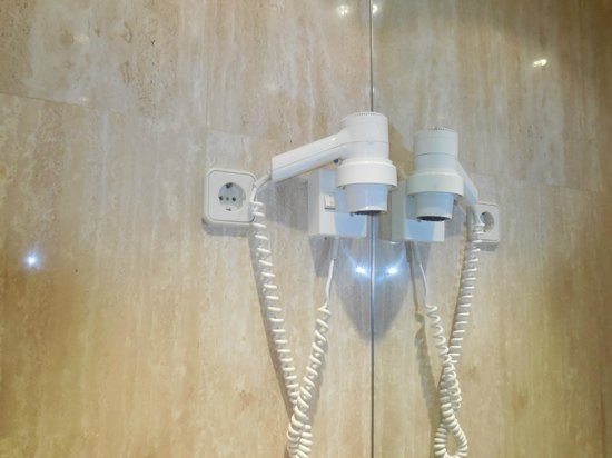 Royal Ramblas Hotel : Hair Dryer