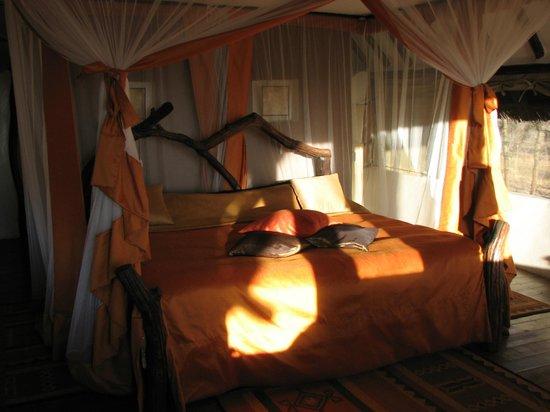 Kikoti Safari Camp: Bed