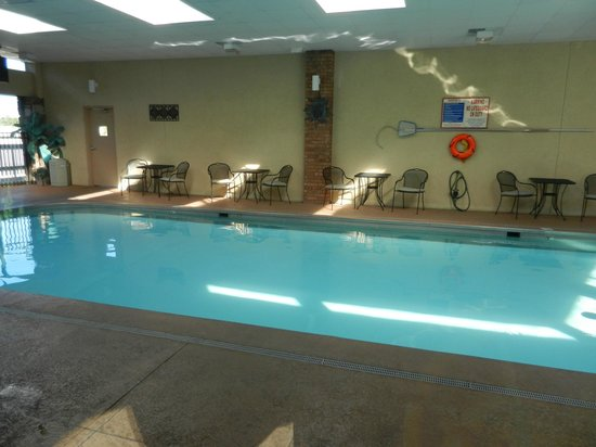 BEST WESTERN Plus Landing View Inn & Suites: The indoor heated pool