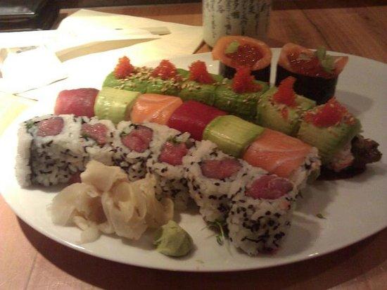 Tokyo Sushi Bar : Tasty Rolls with Maguro, Sake, Ikura, Unagi