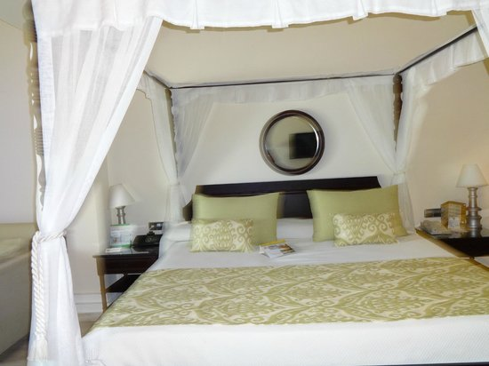 The Royal Suites Turquesa by Palladium: King Size bed