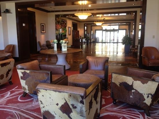 The Westin Stonebriar Hotel & Golf Club : looking toward hotel entry from lounge