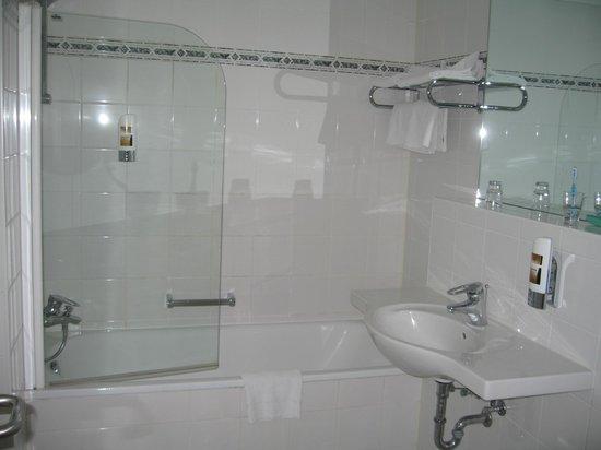National Hotel - Frankfurt : Ванная комната