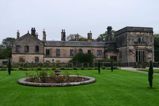 YHA Ilam Hall : Garden and back of the house