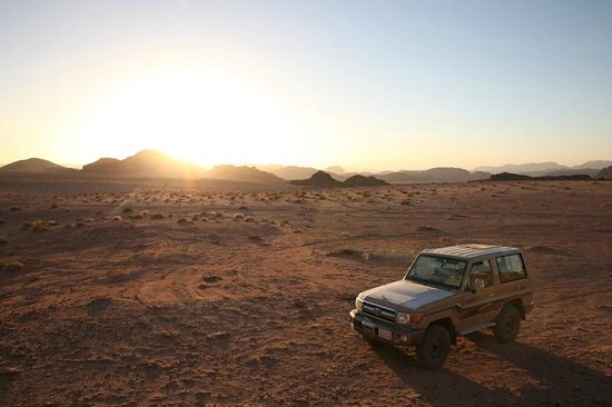 Jordan Tracks : Jeep at Sunset