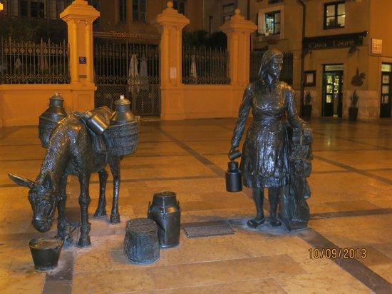 Plaza del Fontan : frente a la plaza