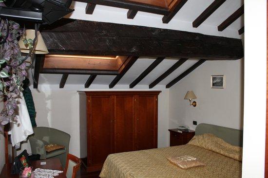 Hotel Corte Estense: camera mansardata