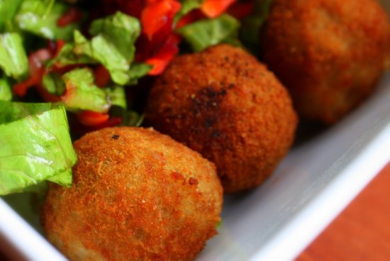 Lion Pavilion Restaurant : Cassava balls with fresh greens