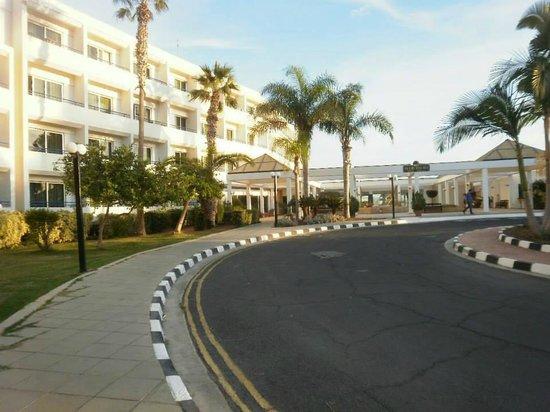 Dome Beach Hotel & Resort: Entrance