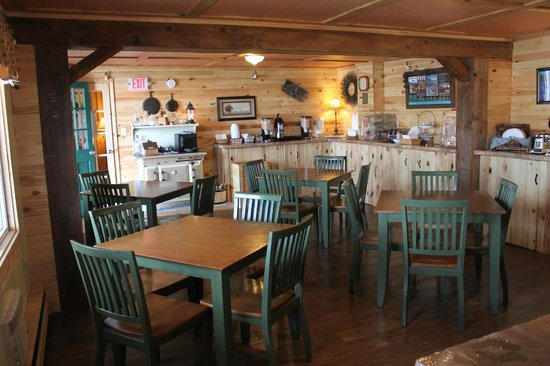 Vacationland Inn: Continental Breakfast Room