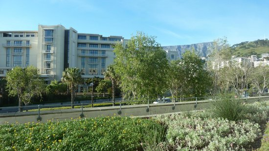 Protea Hotel by Marriott Cape Town Waterfont Breakwater Lodge: Table mountain from window