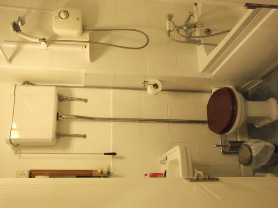 Sandgate Hotel: Not seen a cistern like that in a few years!