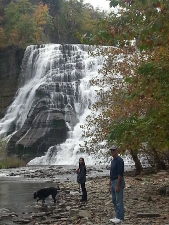 Ithaca Falls Natural Area : Short walk to falls