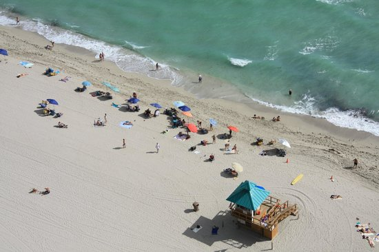 Doubletree by Hilton Ocean Point Resort & Spa: Beach