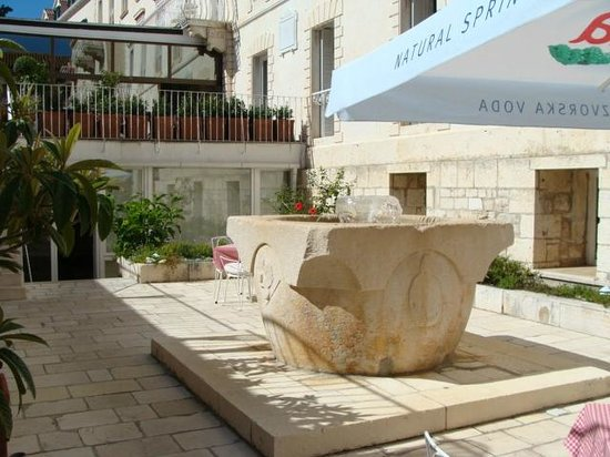 The Palace Hvar Hotel: Inner courtyard