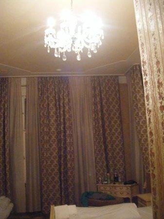 Hotel Alte Galerie: interior habitación