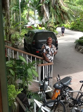 Madang Resort Hotel: Manager and friend
