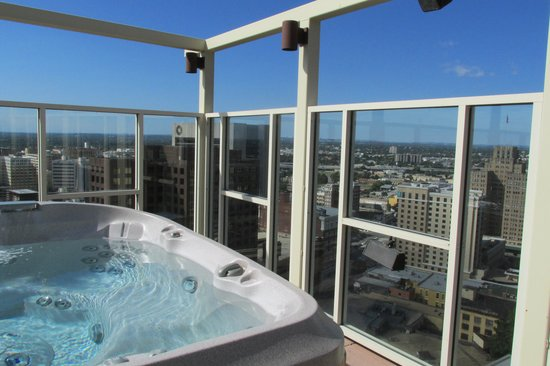 Drury Plaza Hotel San Antonio Riverwalk: One Of Two Hot Tubs On Rooftop