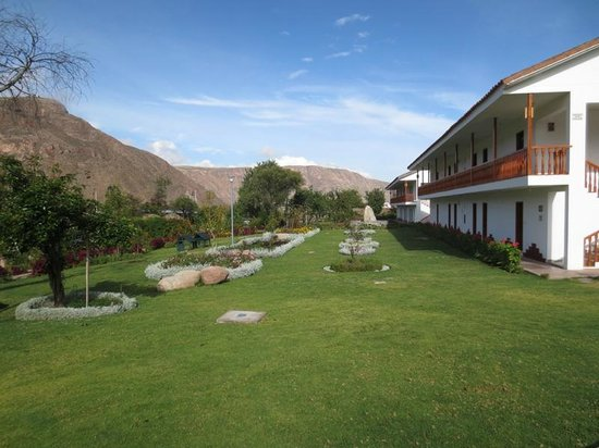 Hotel Agustos Urubamba: grounds and suites