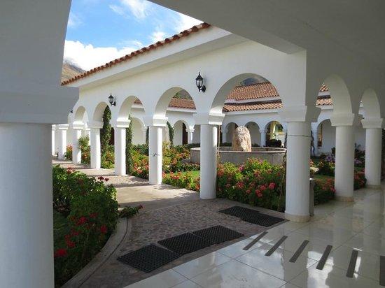 Hotel Agustos Urubamba: atrium garden