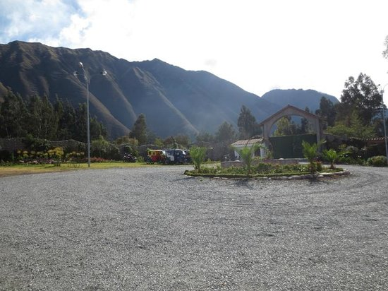 Hotel Agustos Urubamba: front driveway