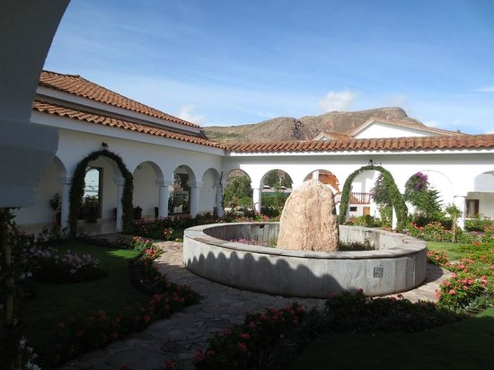 Hotel Agustos Urubamba: pretty waterless fountain