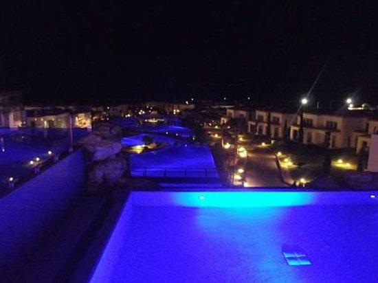 Mitsis Blue Domes Resort & Spa: pool by night