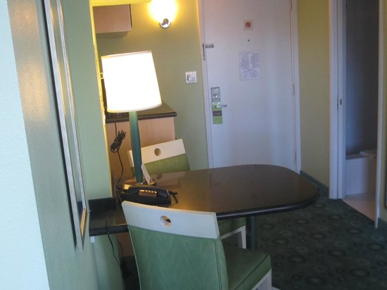Coconut Waikiki Hotel : Living space