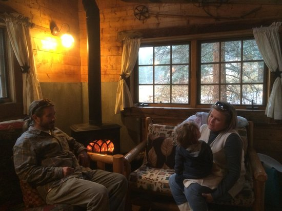 Pioneer Guest Cabins: Snowing outside and warm inside