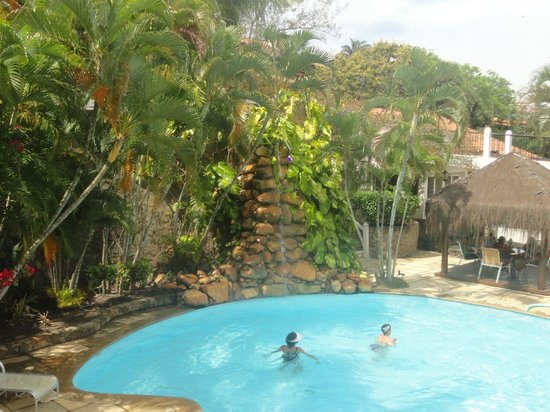 Hotel Mandragora: piscina visat desde el  comedor
