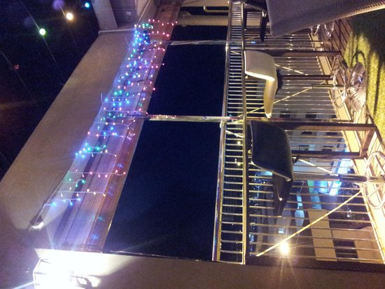 Shervinton Executive Boutique Hotel : Sky bar at night
