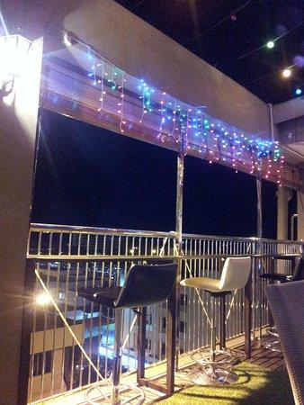 Shervinton Executive Boutique Hotel: Sky bar at night