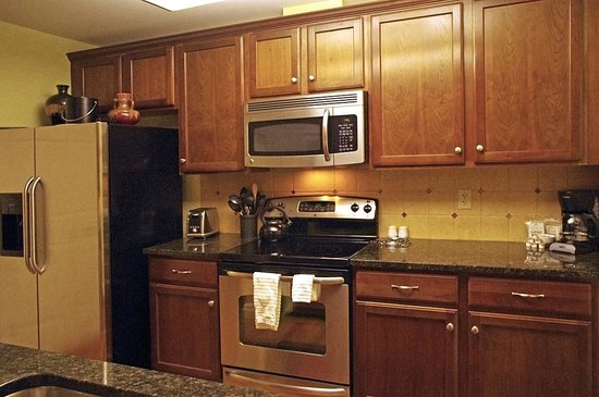 The Pinnacle Condominiums: Very nicely furnished kitchen.