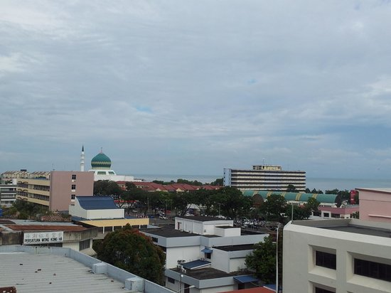 Shervinton Executive Boutique Hotel : view from Sky Bar during the day.
