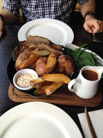 River Bar Steakhouse & Grill : Sunday roast