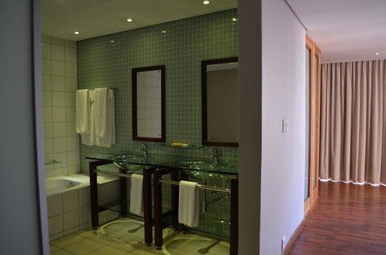 Circa Hotel: Bath